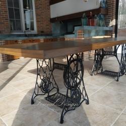 Большой обеденный стол на станинах Singer